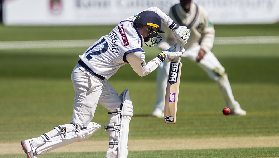 Jonny Tattersall using the three bears bat